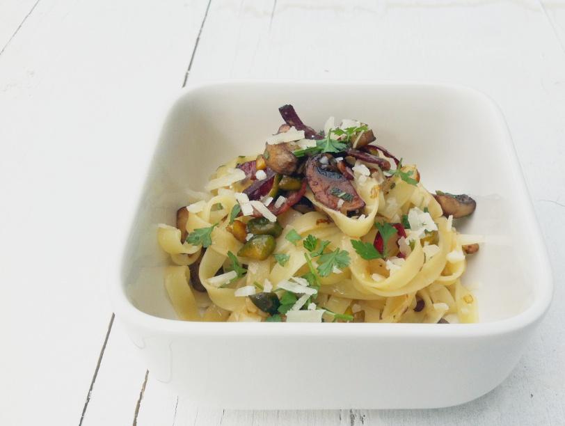 Pastamaniac: Tagliatelle mit Pilzen, Speck, Salbei und Pistazien