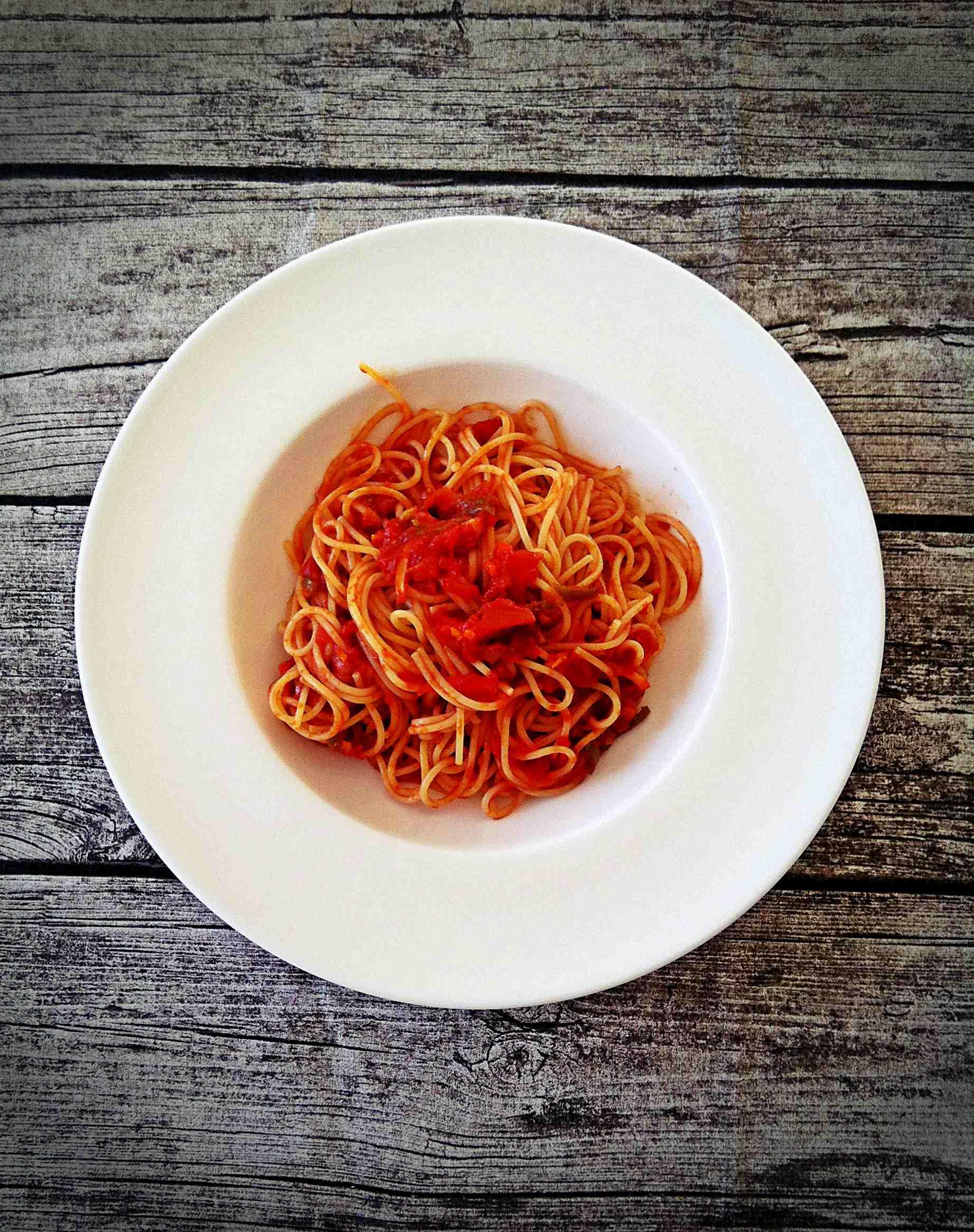siktwinfood: Tomatensauce mit Peperoni und Zwiebeln