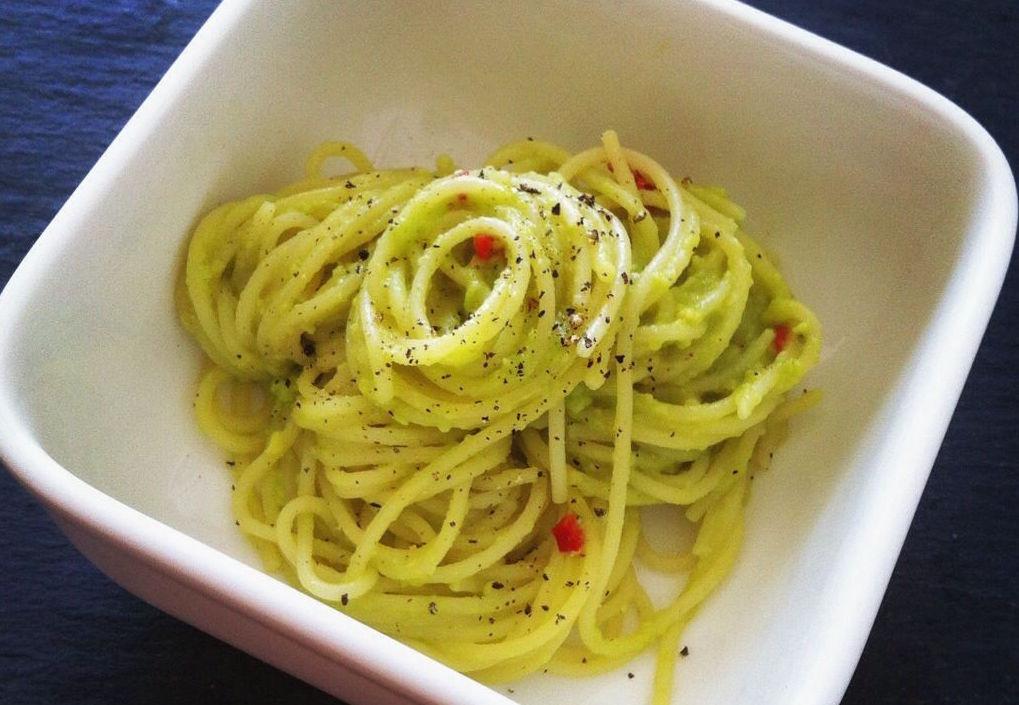 Pastamaniac: Spaghetti mit Avocadopesto