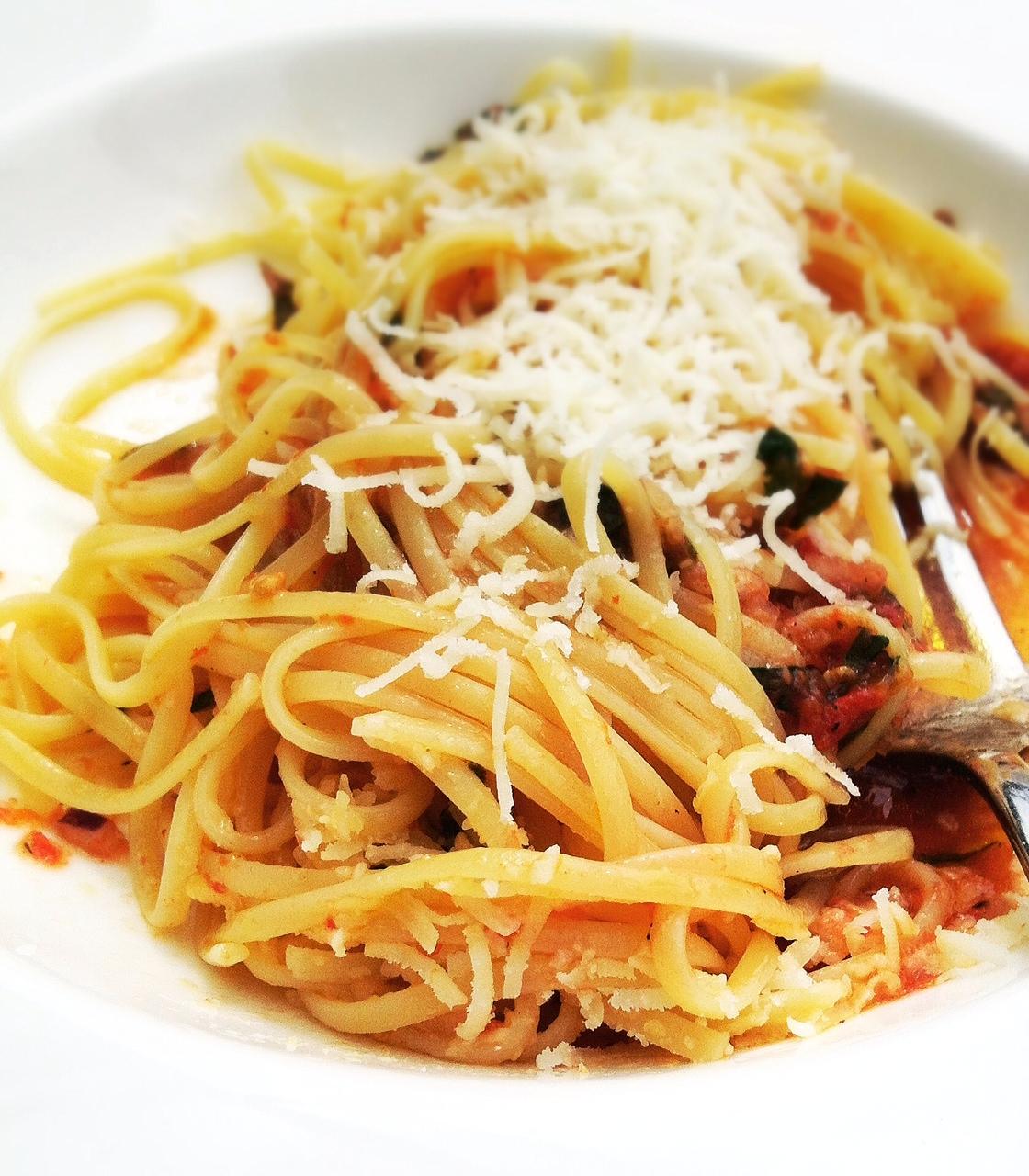 siktwinfood - Spaghetti mit kalter Tomaten-Ajvar-Sauce
