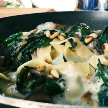 Pastamaniac - Tagliatelle mit Spinat, Champignos und Taleggio