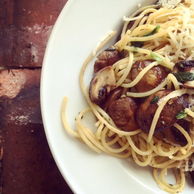 Pastamaniac: Spaghetti mit Champignons, frischen Kräutern und Parmesan