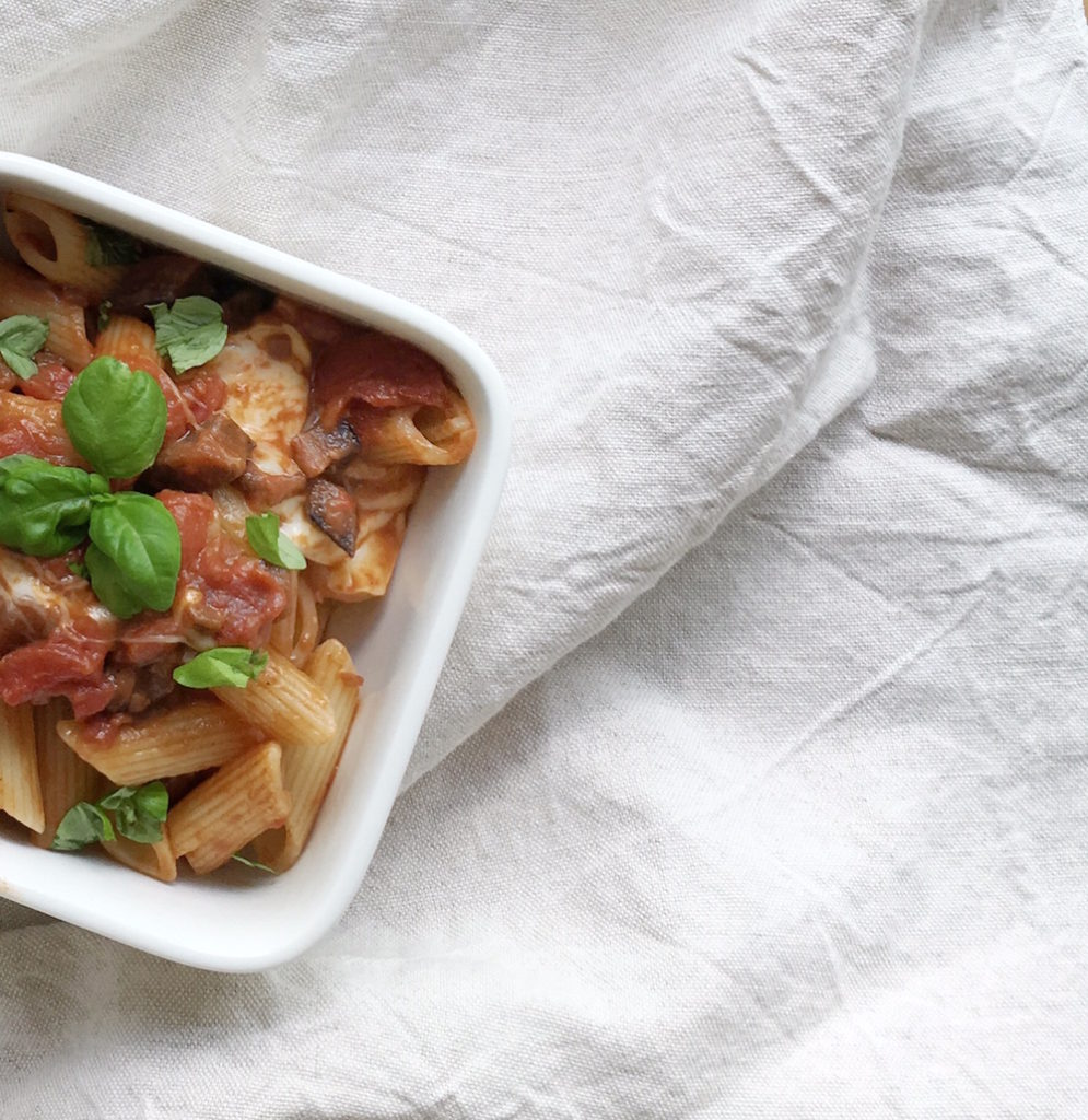 Penne mit Tomaten-Auberginen-Sauce und Scamorza, Rezept nach Jamie Oliver