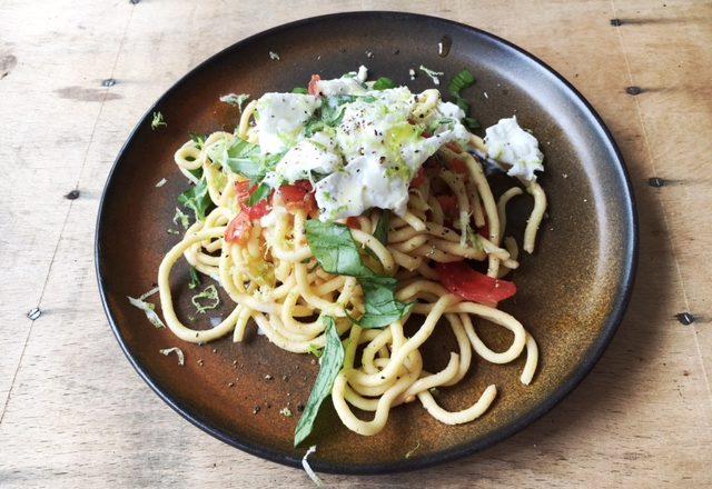 Spaghetti mit Pomodori und Burrata