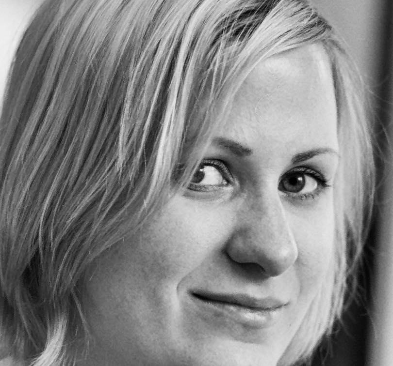 Portraitbild Sabine Sikorski, schwarz-weiß