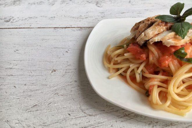 Pastamaniac: Spaghetti mit Butterhühnchen und Tomate