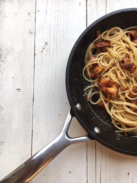 Spaghetti mit Pfifferlingen, Orangenbutter und Salbei