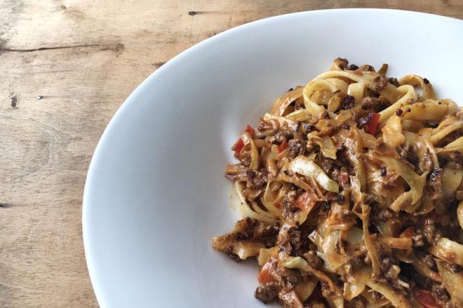 Spaghetti mit Hackfleisch und Spitzkohl