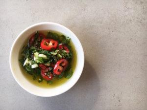 Spagehtti mit scharfer Gremolata und Mozarella, leckere Kräutermischung aus Petersilie, Basilikum, Knoblauch, Olivenöl und Zitronenzesten. Vegetarisch, Nudeln, Rezept