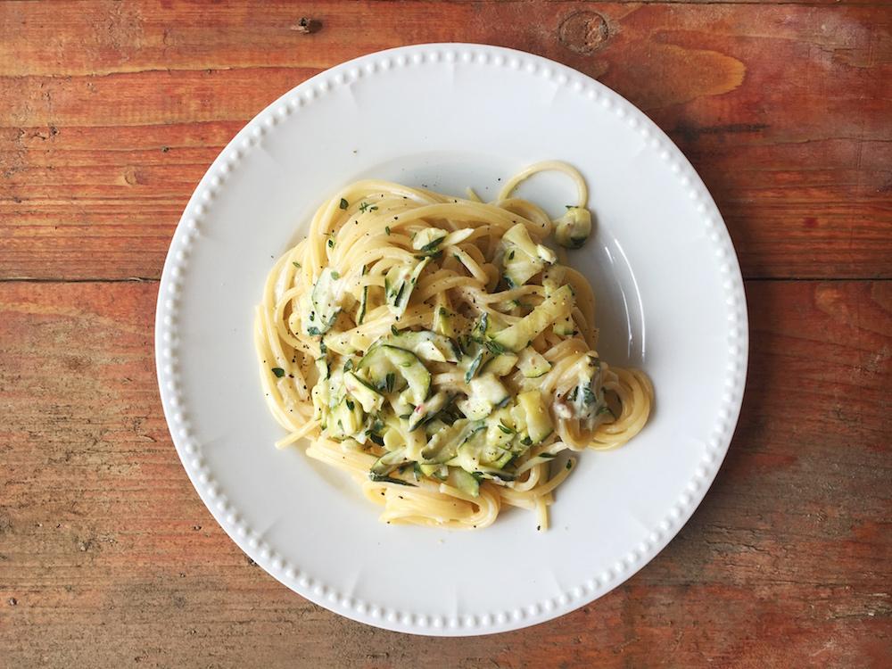 Nudeln mit Zucchini-Ziegenfrischkäse-Creme, vegetarisches Pastarezept
