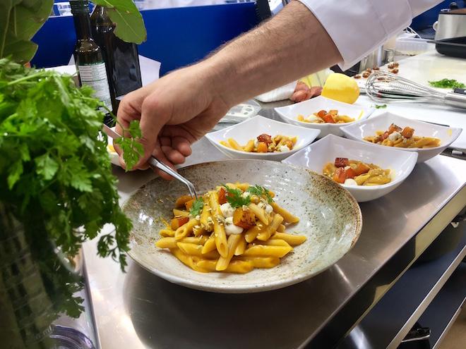 Pasta World Championship: Simon Cannalonga mit seinem Signature Dish Vollkornpasta mit Kürbisvariation, Seidentofucreme und Weißbierschaum