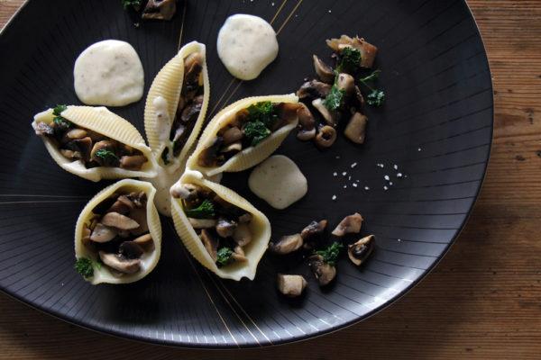 Gefüllte Muschelnudeln mit Pilzen und Bechamelsauce - Gastbeitrag von der Münchner Bloggerin Transglobal Pan Party