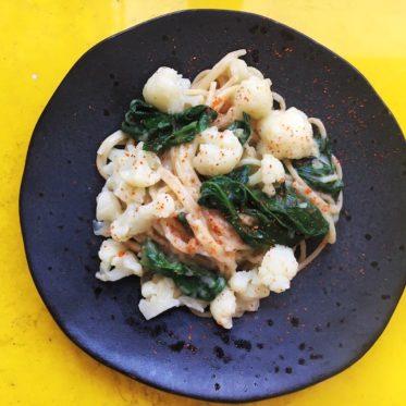Rezept für Nudeln mit Blumenkohl, Spinat und Piment D'Espelette, vegetarisch