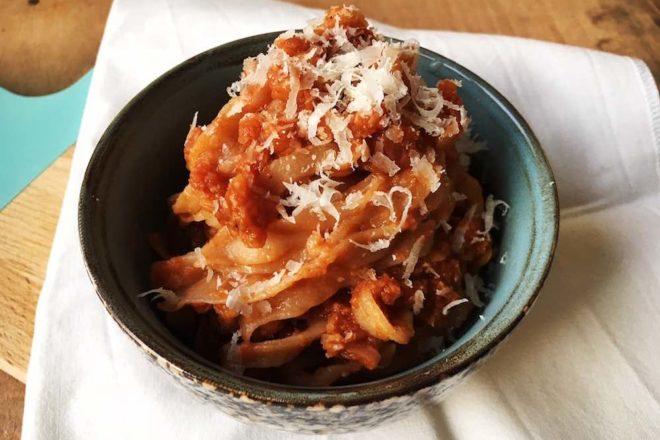 Rezept für eine vegetarische Bolognese mit Blumenkohl und roten Linsen und Spaghetti