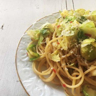 Rosenkohl-Zitronen-Pasta. Vegetarisches Nudel-Rezept