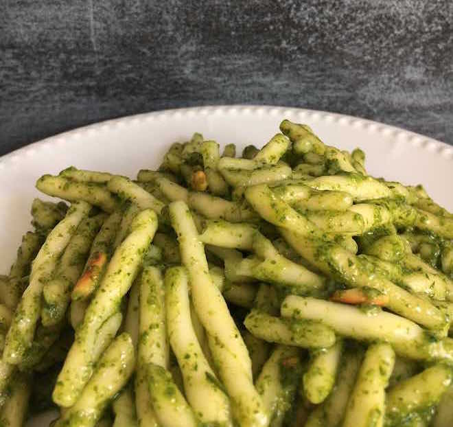 Rezept für Pesto alla Genovese aka Basilikumpesto. Vegetarisch