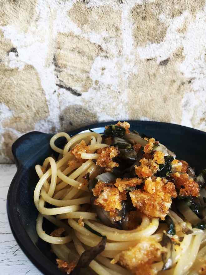 Rezept für Nudeln mit Mangold und Parmesanbröseln, vegetarisch