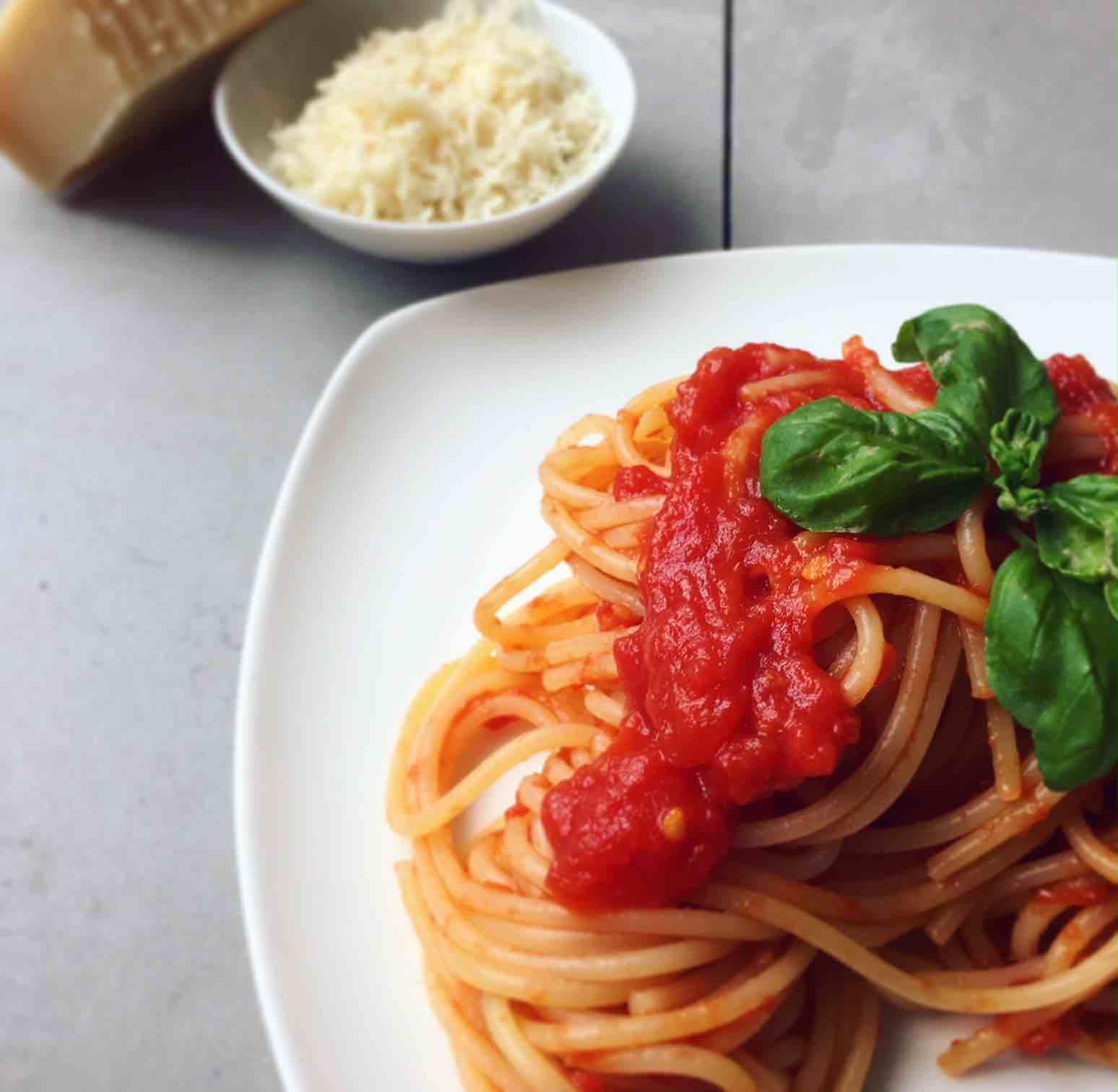 Nudeln mit Tomatensauce, vegetarisch, Rezept