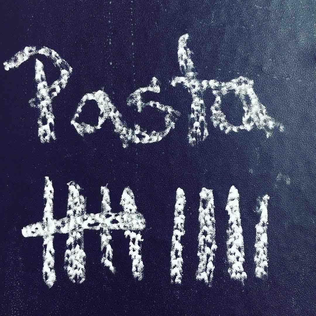 Pastamaniac: Monatsrückblick Mai 2018. Tafel mit Strichliste, wie viel Pasta ich im Mai gegessen habe