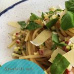 Spaghetti in Zucchini-Radieschen-Salsa. Vegetarisches Pasta-Rezept